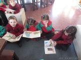 Alumnos de la Seño Carolina en Biblioteca 7