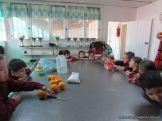 Salas de 4 preparan Jugo de Naranjas 7