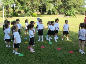 El Jardín comenzó Educación Física 9