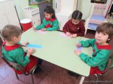 Salas de 4 escriben sus nombres 2