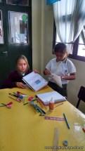 Clasificando útiles escolares 8