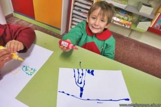 Dibujamos con plasticolas de colores 9