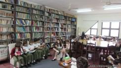 Tercero visita la biblioteca 102