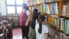 Tercero visita la biblioteca 44
