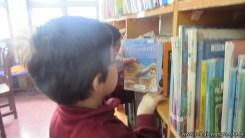 Tercero visita la biblioteca 50