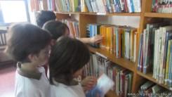 Tercero visita la biblioteca 56
