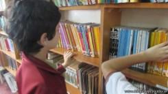 Tercero visita la biblioteca 57