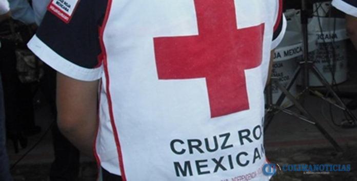 paramedicos cruz roja2 - Reportan delicada de salud a jovencita de 15 años que se disparó en Tecomán