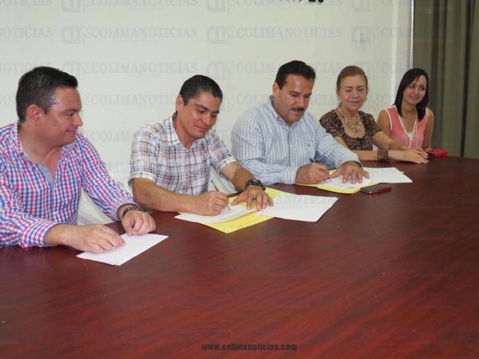 firman convenio Caipec en Tecomán