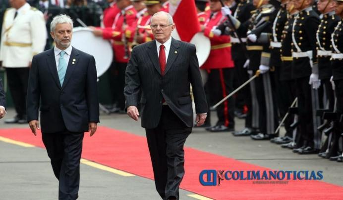 Kuczynski asume presidencia de Perú