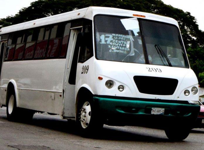 camion urbano colima archivo 28 696x510 - Situación financiera impide comprometer un subsidio al transporte público: Peralta