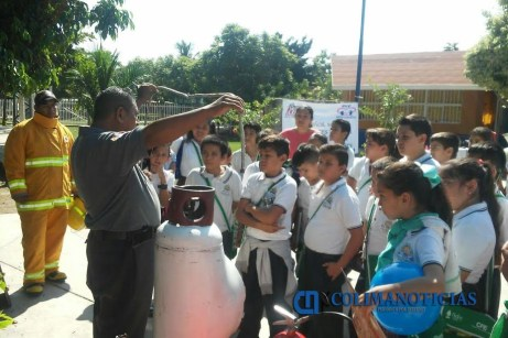 proteccion-civil-imparte-curso-contra-incendios-en-escuela-ford