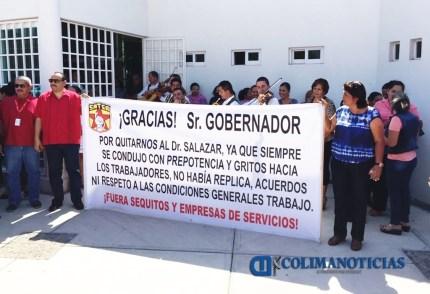 Trabajadores de la Sección 30 del SNTSA pancarta salazar3