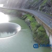Ciudadano de California capta impresionantes imágenes de un hoyo en un lago