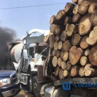 Dos muertos, deja choque frontal en la libre Guadalajara - Colima.