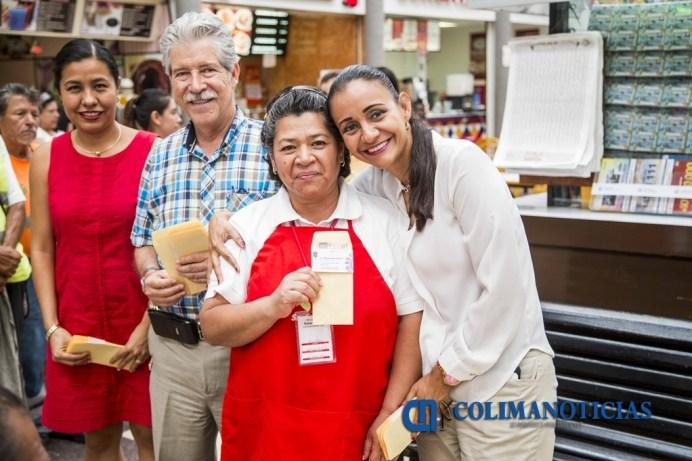 Apoya Gaby Benavides a los adultos mayores que trabajan en tiendas departamentales