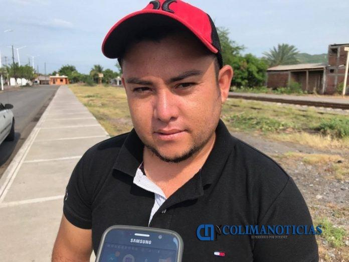 salvador bueno 696x522 - Los problemas familiares se arreglan en casa: Alcalde de Armería