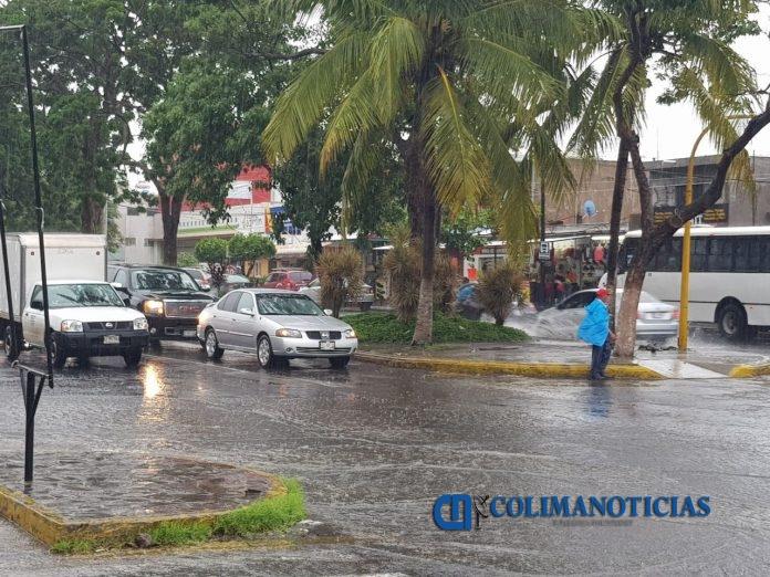 villa de alvarez lluvia 696x522 - Se esperan lluvias fuertes en gran parte del país