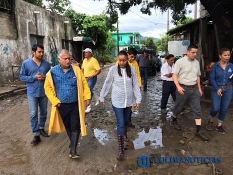 Gabriela Benavides recorre colonias afectadas por las lluvias