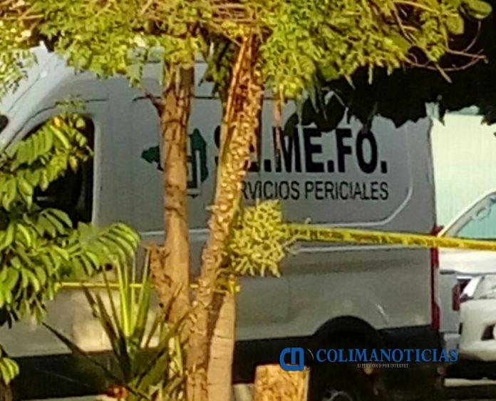SEMEFO Manzanillo 696x562 - Acribillan a un hombre en la delegación de Salagua