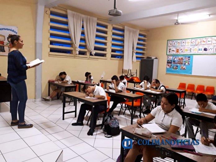 Maestra Alumnos Clase 696x522 - No se volverá al viejo esquema del 'dedazo' de la SE o SNTE para ingreso a docentes: Flores