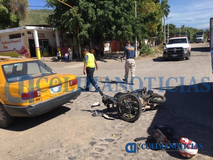 Choca joven motociclista en la Lázaro Cárdenas, en Armería; se reporta grave