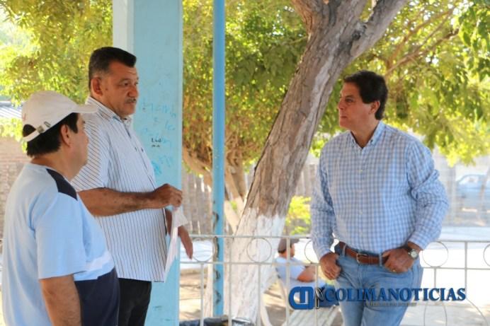 Comuna tecomense dará respuesta al problema del azolvamiento de la red de drenaje en Cofradía de Morelos