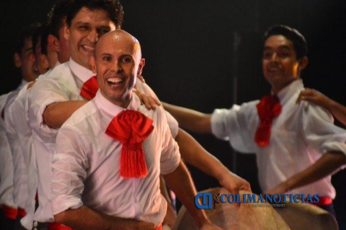 Exitosa presentación del BFUC en Mexicali y Los Ángeles a 696x463 - Emociona Ballet Folklórico de la UdeC a mexicanos de Los Ángeles