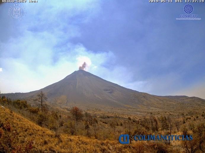 Registra Volcán de Colima primera explosión con bajo contenido de ceniza