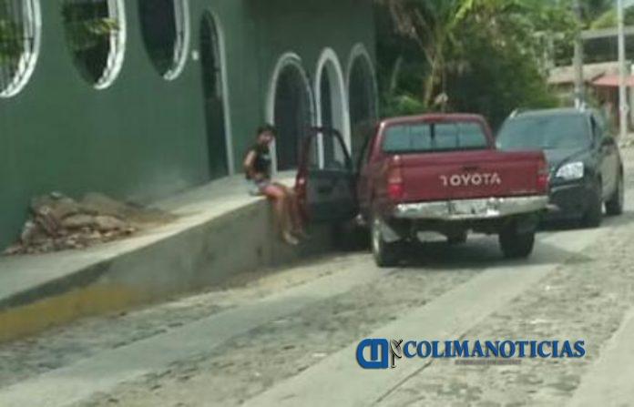 camioneta sin frenos 696x447 - Se queda sin frenos en la baja de El Colomo
