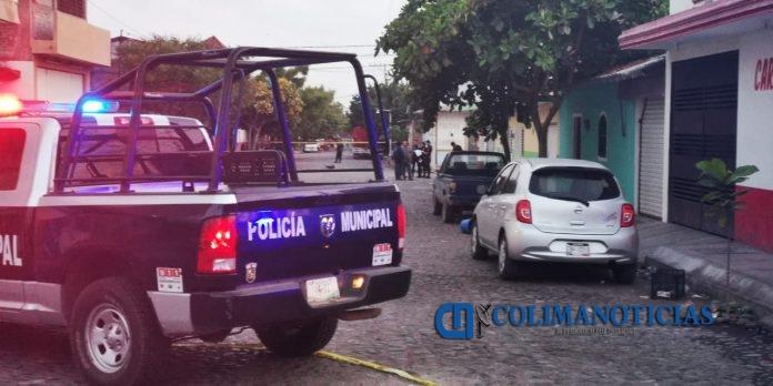 herido bala policía tecomán 696x348 - Grave un hombre tras ser agredido a balazos en la colonia Las Palmas en Tecomán