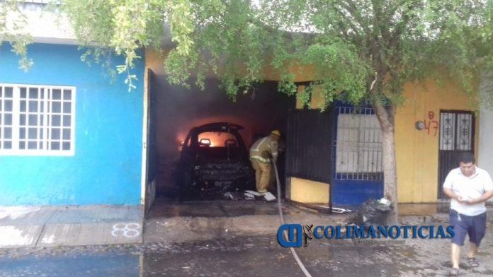 incednio casa armería 696x392 - Se incendia una vivienda en la Colonia Centro en Armería; no se reportan personas lesionadas