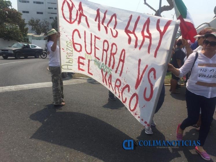 marchan por seguridad manzanillo 2 - Poca participación en marcha por seguridad en Manzanillo