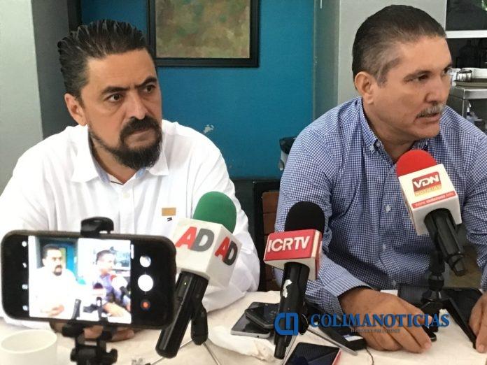 nuñez munguia y Heriberto Valladares 696x522 - Docentes de Colima presentaron 250 propuestas en foro para análisis de leyes secundarias para reforma educativa