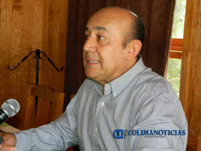 Luis Zamora Cobián 696x522 - INE llama a colimenses a renovar su credencial de elector con terminación 18