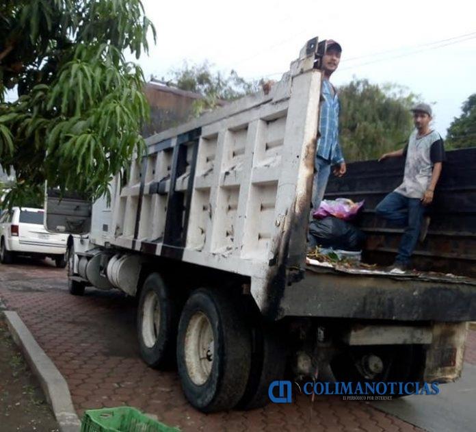 RECOLECCION DE BASURA EN ARMERIA 696x631 - Cubren al 100 % la recolección de basura en Armería