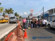 Se manifiestan vecinos y detienen obra en el boulevard costero de Manzanillo 0