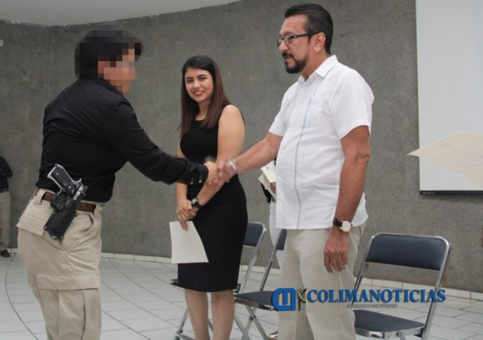 policías CERTIFICADOS 2 696x490 - Entregan certificados a Policías de Investigación