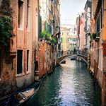 venecia 150x150 - Turistas deciden nadar desnudos en canal de Venecia; son multados