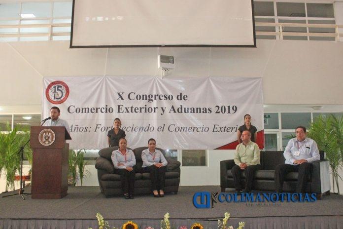 Aniversario de la Facultad de Comercio Exterior 696x464 - Celebra UdeC 15 años de enseñanza de Comercio Exterior