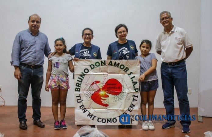 Bruno volibol 696x451 - Ayto. de Colima entregó equipo deportivo a promotores de volibol