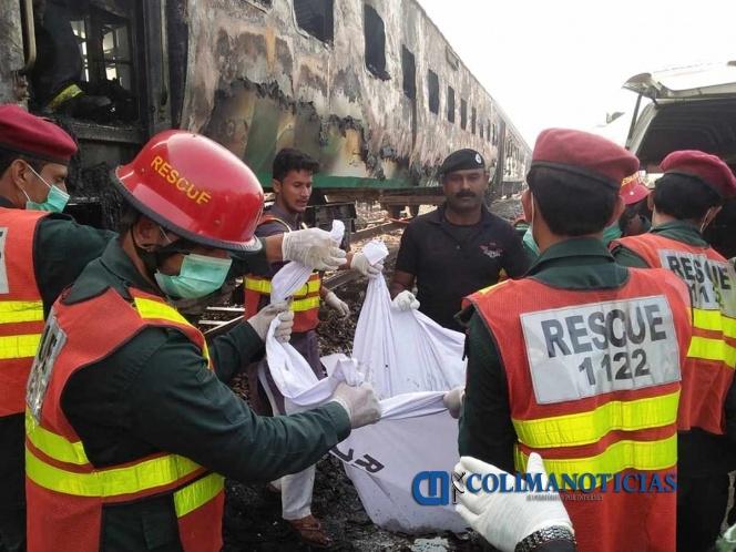 Mueren más de 70 personas por explosión accidental de tren en Pakistán
