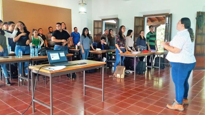 Marilin Hernández_Taller de poda y reproducción de plantas en CEUGEA