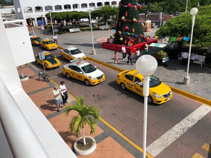 Rechaza Cabildo de Tecomán a mototaxis en la cabecera municipal taxistas protestan 29 1024x768 - Rechaza Cabildo de Tecomán a mototaxis en la cabecera municipal; taxistas protestan