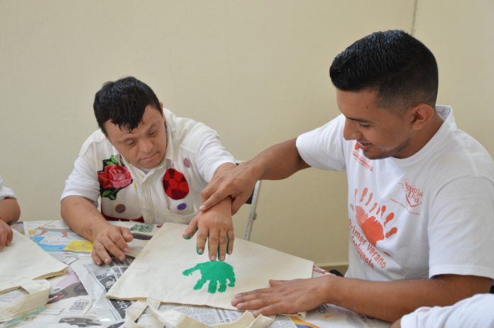 Ayuntamiento de Colima conmemora el Día Internacional de las Personas con Discapacidad 696x463 - Ayuntamiento de Colima conmemora el Día Internacional de las Personas con Discapacidad