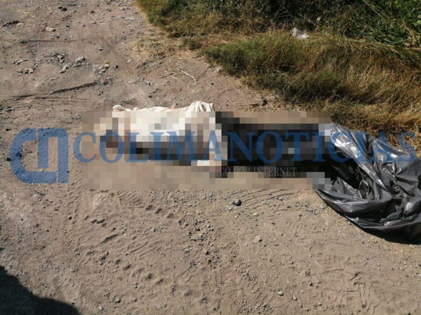 cadaver envuelto en sabana 1024x768 - Hallan un cadáver envuelto en sábanas en la carretera a Tecuanillo, en Tecomán