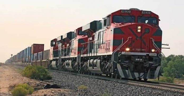 ferrocarril 696x366 - Impulsan diputados 'revivir' tren de pasajeros Manzanillo-Tonila