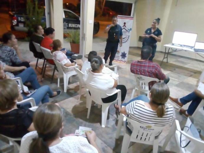 Vecinos de El Campanario participan en taller de Prevención del Delito