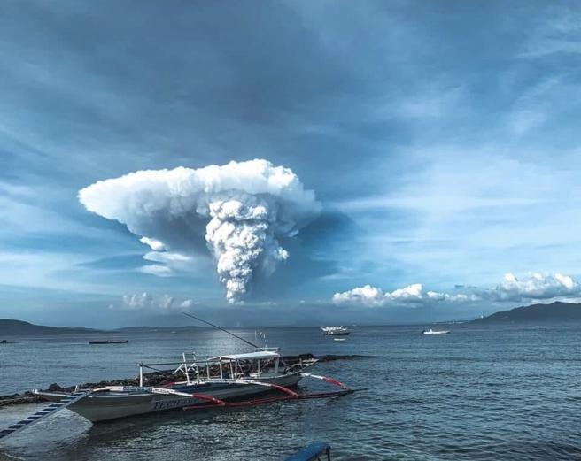 Volcán Taal - Evacuan a miles de personas por reciente actividad del volcán Taal en Filipinas