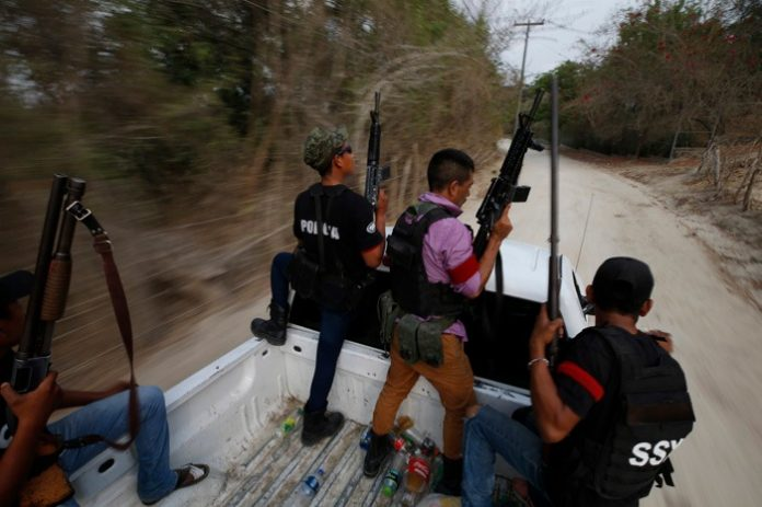 Grupos de autodefensa se preparan ante posible enfrentamiento con Cemeí Verdía en los límites de Colima Michoacán 696x463 - Grupos de autodefensa se preparan ante posible enfrentamiento con Cemeí Verdía en los límites de Colima-Michoacán - #Noticias